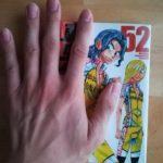 漫画と並ぶ手が大きい男の手【自前】