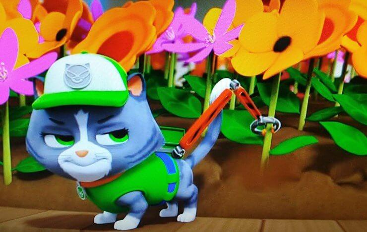 ロッキーっぽいニャンパトロールがロボットアームを使って花を抜いて投げる