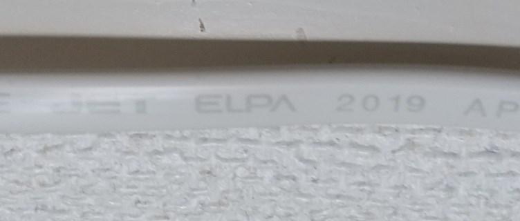 電源タップのコードに記載されたメーカ名と電線の製造年